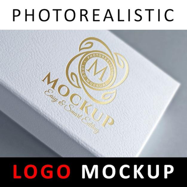 Logo mock up - folienprägung logo auf white box Premium PSD