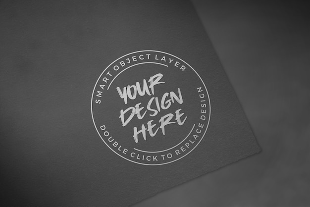 Logo-modell auf schwarzem luxuspapier Premium PSD
