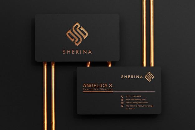 Luxuriöses schwarzes visitenkartenmodell mit goldlogo-buchdruckeffekt Premium PSD