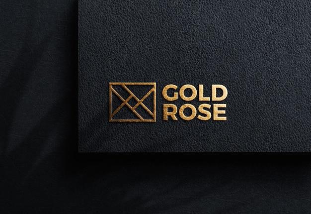 Luxus-logo-modell auf schwarzem bastelpapier Premium PSD