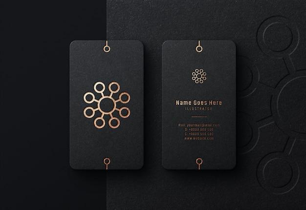 Luxus-logo-modell auf schwarzer visitenkarte Premium PSD