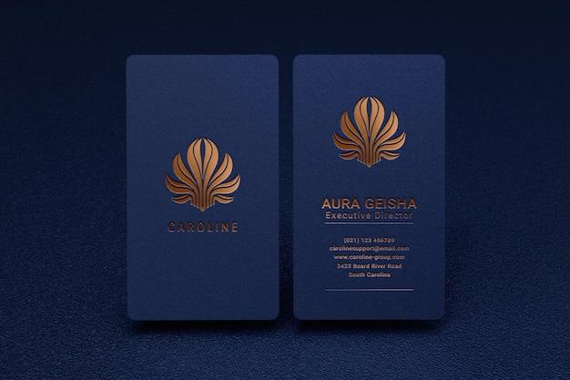 Luxus- und modernes logo-modell auf vertikaler visitenkarte Premium PSD