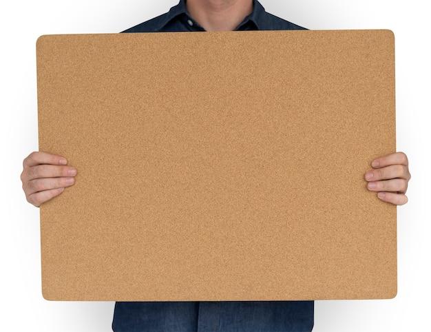 Mann, der cork board copy space concept hält Premium PSD