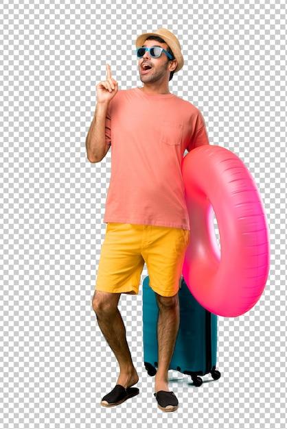 Mann mit hut und sonnenbrille auf seinen sommerferien eine idee stehend und denkend, die oben den finger zeigt Premium PSD