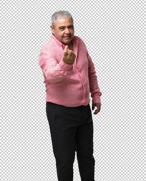 Mann mittleren alters, der einlädt zu kommen, zuversichtlich und lächelnd, eine geste mit der hand machend, positiv und freundlich seiend Premium PSD