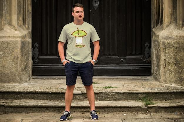 Mann t-shirt mock up Premium PSD