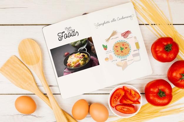 Menübuch der frischen geschmackvollen nahrungsmittel mit eiern und tomaten Kostenlosen PSD