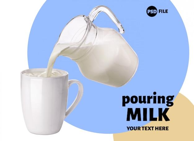 Milch aus dem glaskrug in die tasse gießen Premium PSD