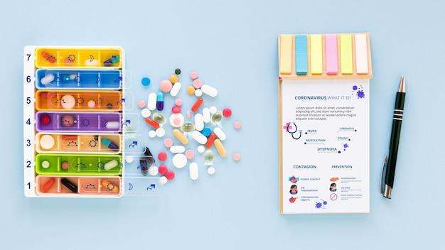 Mock-up pillen auf dem tisch Kostenlosen PSD