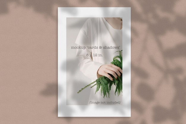 Modell einer papierkarte mit organischem schatten Premium PSD