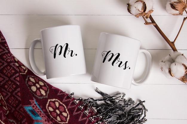 Modell von zwei keramischen kaffeetassen, gemütliche heimszene Premium PSD