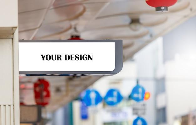 Modellbild von plakaten des weißen schirmes der leeren anschlagtafel und von geführtem äußerem schaufenster für die werbung Premium PSD