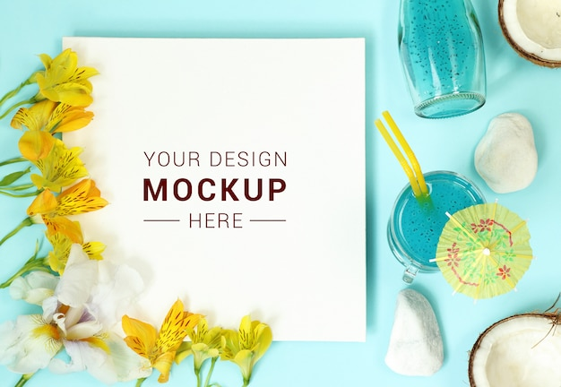 Modellrahmen mit blumen, kokosnuss und cocktail Premium PSD