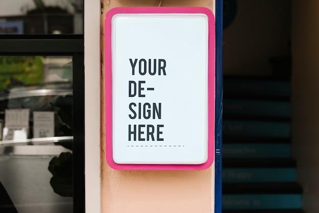 Modernes shopzeichenmodell mit mutigem rosa rahmen Kostenlosen PSD