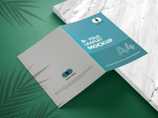 Nahaufnahme auf bifold mockup-broschüre Premium PSD