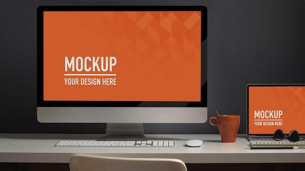 Nahaufnahme des arbeitstisches mit computer- und laptop-modell Premium PSD