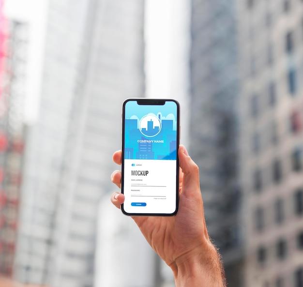 Nahaufnahme hand, die smartphone hält Kostenlosen PSD