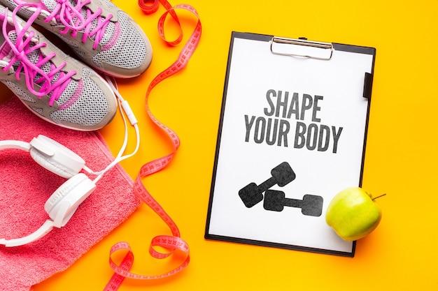 Notebook mit fitness-nachricht und ausrüstung Kostenlosen PSD
