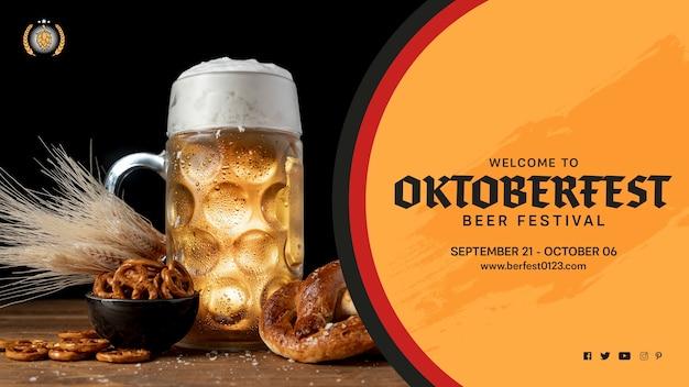 Oktoberfest-bierkrug mit brezeln Kostenlosen PSD