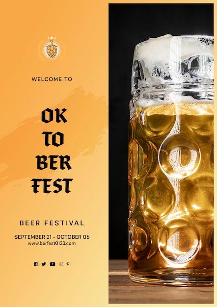 Oktoberfest-bierkrug mit schaum Kostenlosen PSD