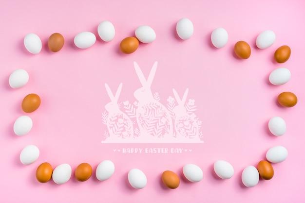 Ostern-tagesmodell mit eiern und häschen Kostenlosen PSD