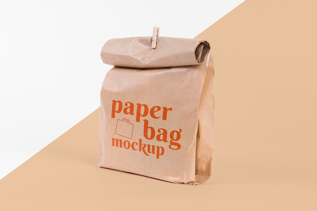 Papiertütenkonzept mit modell Kostenlosen PSD