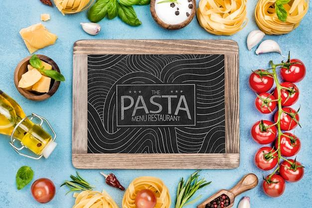 Pasta menü restaurant mit zutaten Kostenlosen PSD
