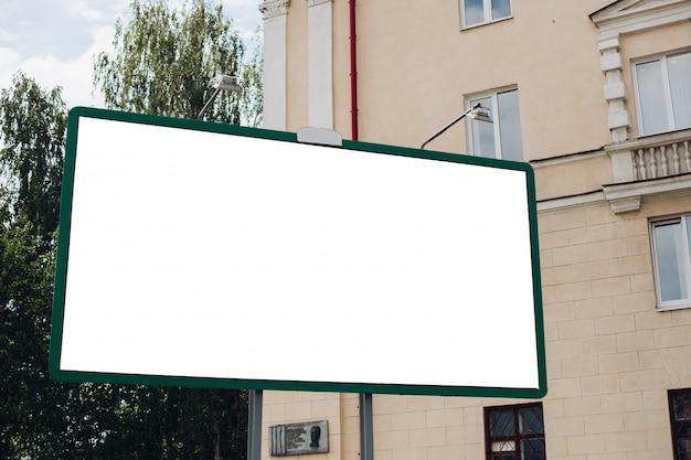 Plakatwand mit leerer oberfläche für werbung Kostenlosen PSD