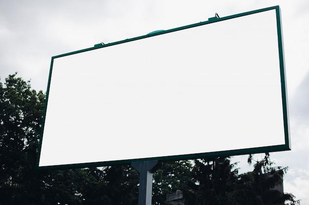 Plakatwand mit leerer oberfläche für werbung Premium PSD