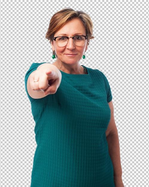 Porträt einer reifen frau, die auf front zeigt Premium PSD