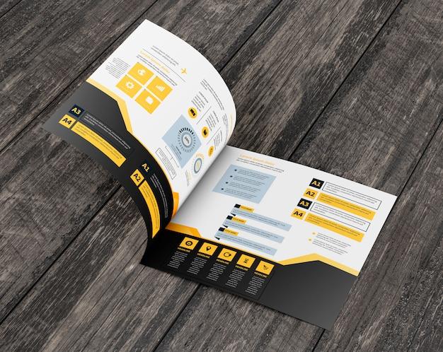 Quadratisches broschürenmodell auf holzoberfläche Kostenlosen PSD
