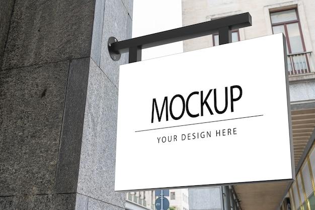 Quadratisches weißes firmenlogo-zeichenmodell auf marmor eines shops Premium PSD