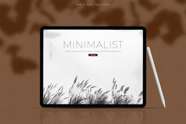 Realistischer tablet mockup scene creator mit schattenüberlagerung. vorlage für die gestaltung der globalen business-website-design-app für die markenidentität Premium PSD