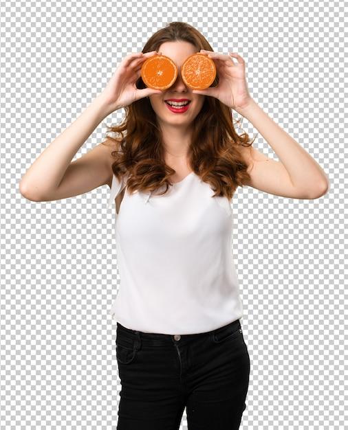 Schönes junges mädchen, das orange scheiben als gläser trägt Premium PSD