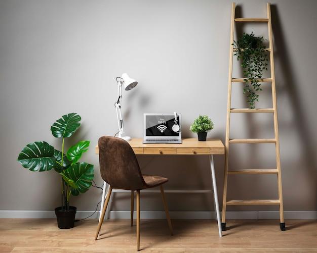 Schreibtischkonzept mit laptop Kostenlosen PSD