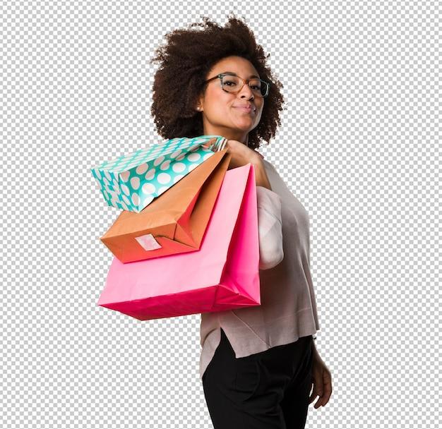Schwarze frau, die einkaufstaschen hält Premium PSD