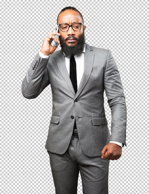 Schwarzer mann des geschäfts, der auf einem mobile spricht Premium PSD