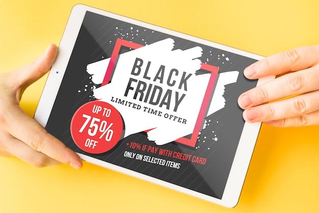 Schwarzes freitag-modell mit tablette Kostenlosen PSD