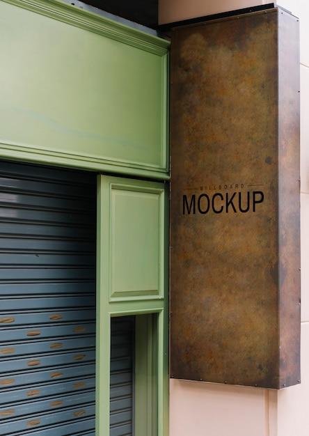 Shopfront mit einem braunen schild-modell Kostenlosen PSD