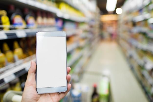 Smartphone im supermarkt grasen Kostenlosen PSD