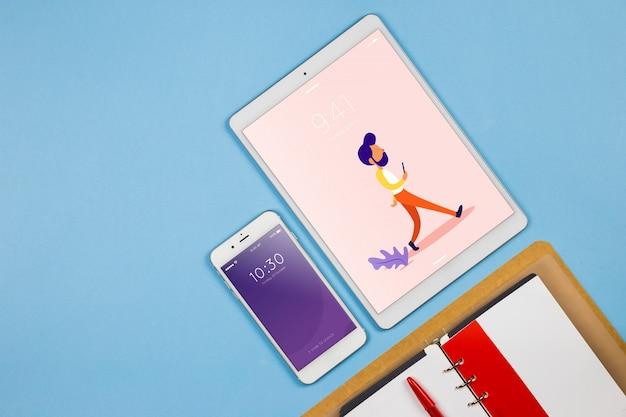 Smartphone-modell mit büroelementen Kostenlosen PSD
