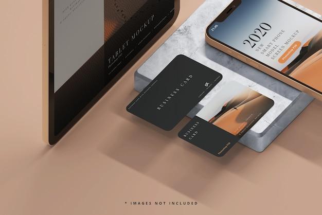 Smartphone und tablet mit visitenkarten mockups Kostenlosen PSD
