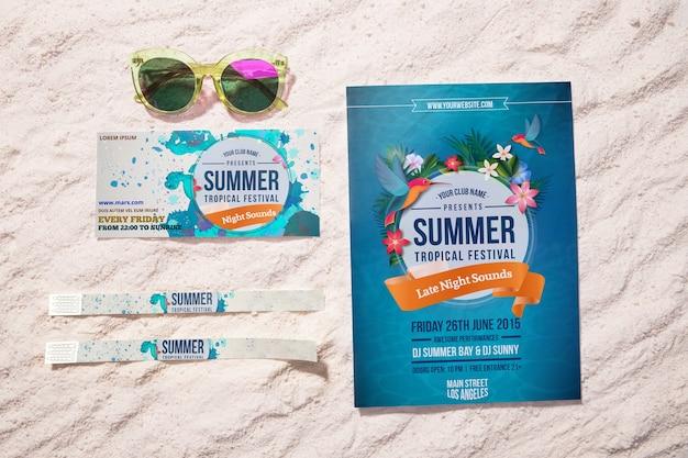 Sommer event flyer und tickets auf sand Premium PSD