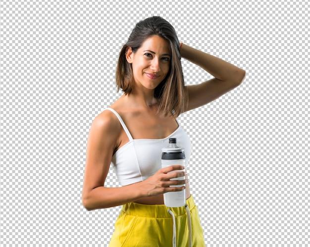Sportfrau mit einer flasche Premium PSD