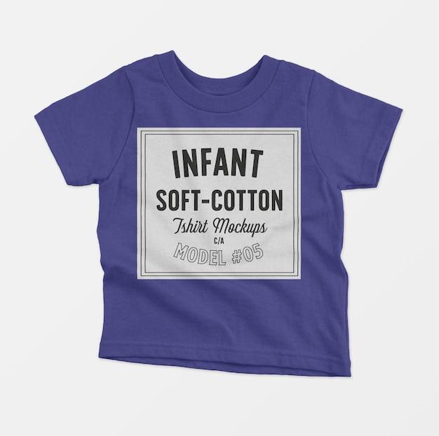 T-shirt-modell aus weicher baumwolle für kleinkinder Kostenlosen PSD