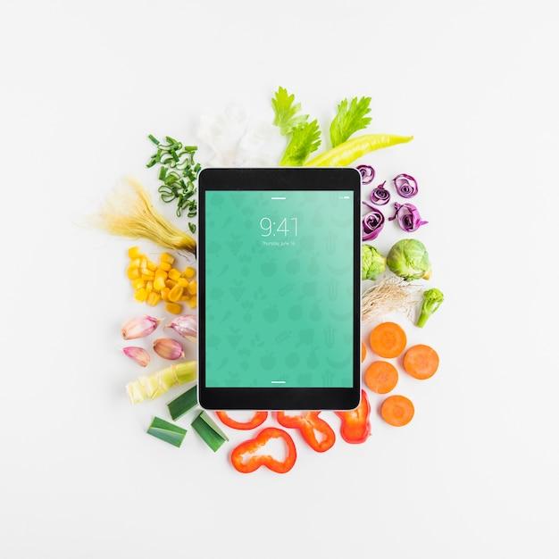 Tablet-modell mit gesundem lebensmittelkonzept Kostenlosen PSD