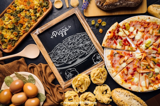 Tafelmodell mit pizza design Kostenlosen PSD