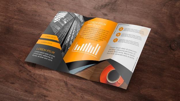 Trifold broschürenmodell auf holzoberfläche Kostenlosen PSD