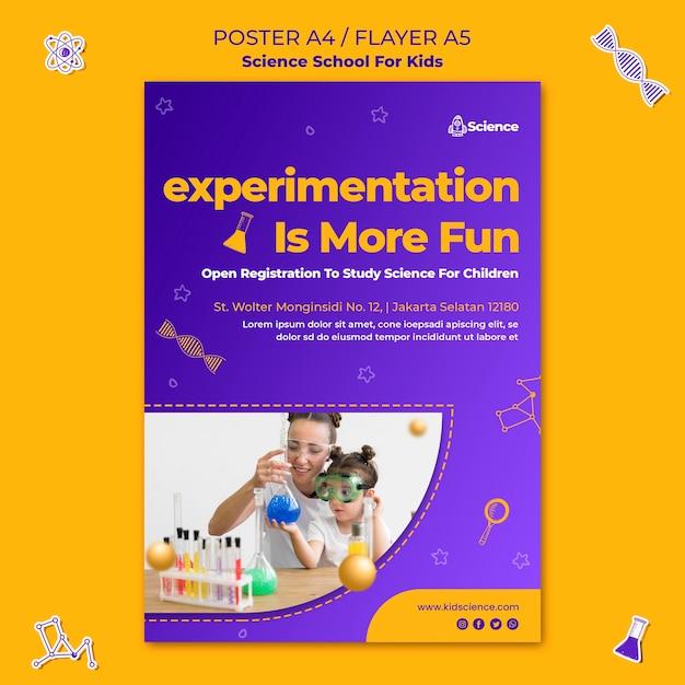 Vertikaler flyer für die wissenschaftsschule für kinder Kostenlosen PSD