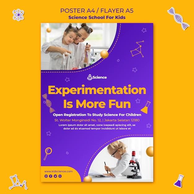 Vertikales plakat für wissenschaftsschule für kinder Kostenlosen PSD